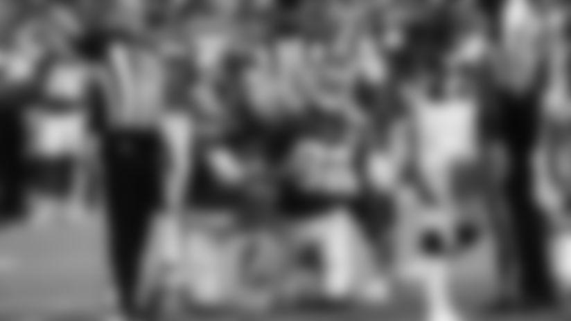 Deon Yelder Recovers Punt-Return Fumble