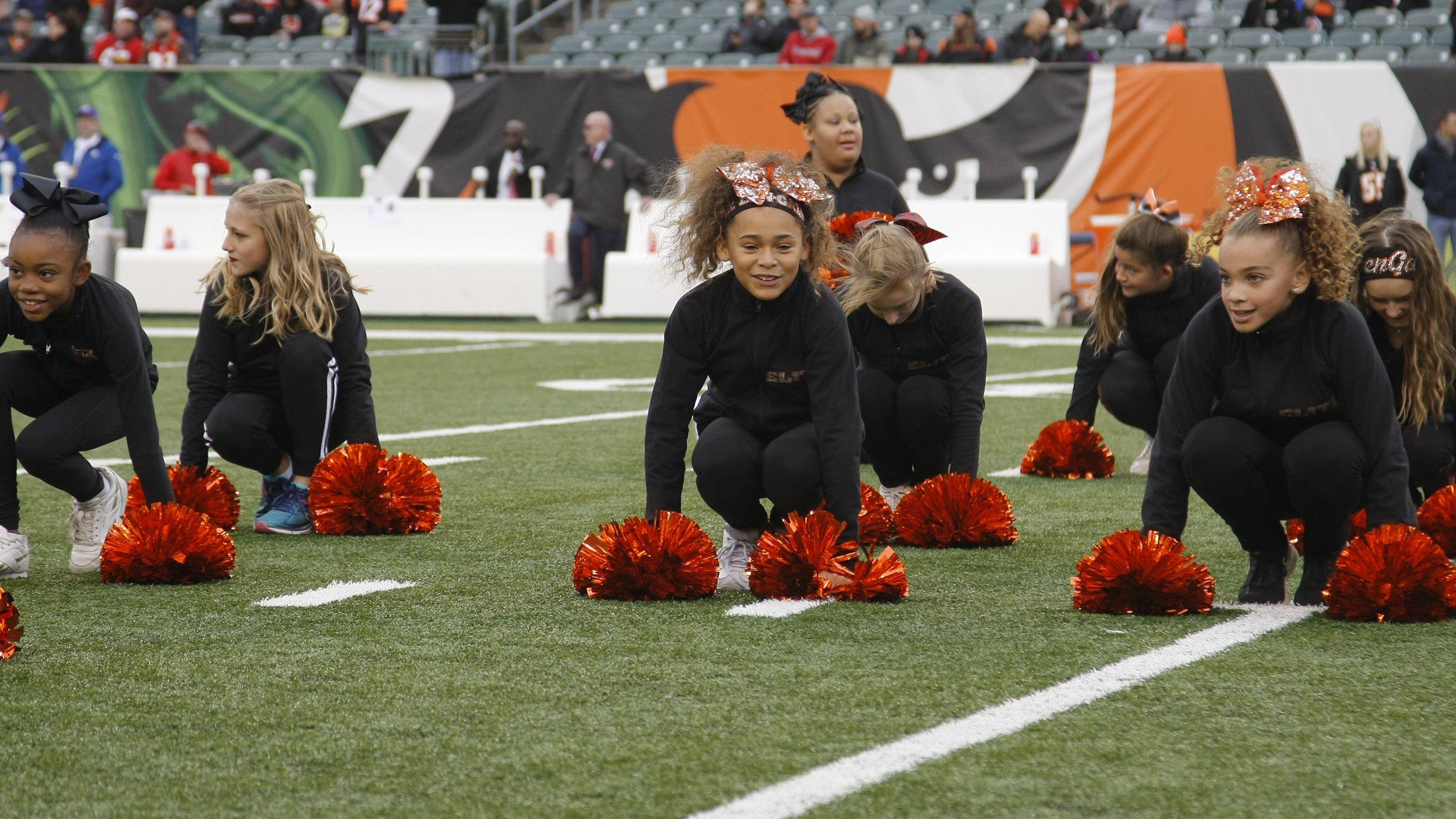 Junior Ben-Gal Cheerleaders
