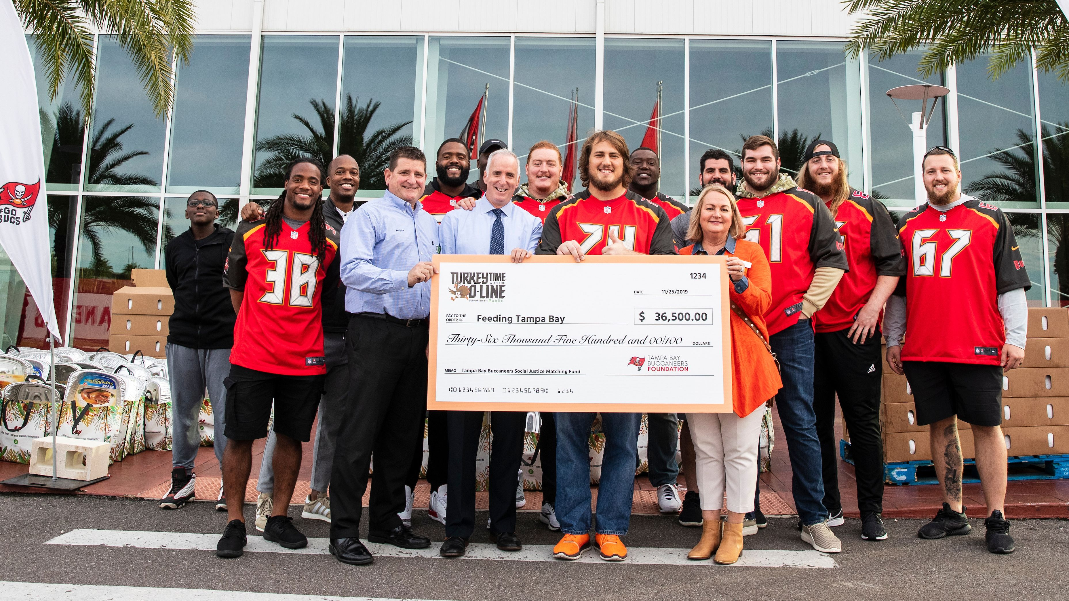 Bucs Players Provide Over 1,000 Meals to Bay Area Families Through 13th Annual Turkey Time with the O-line Event