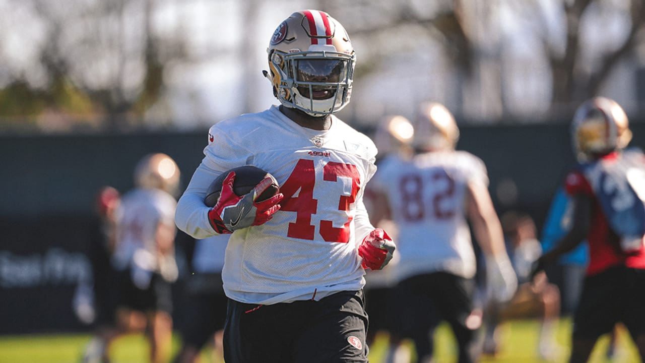official photos 78766 2bb90 49ers Promote RB Matt Dayes to Active Roster and Waive DB ...