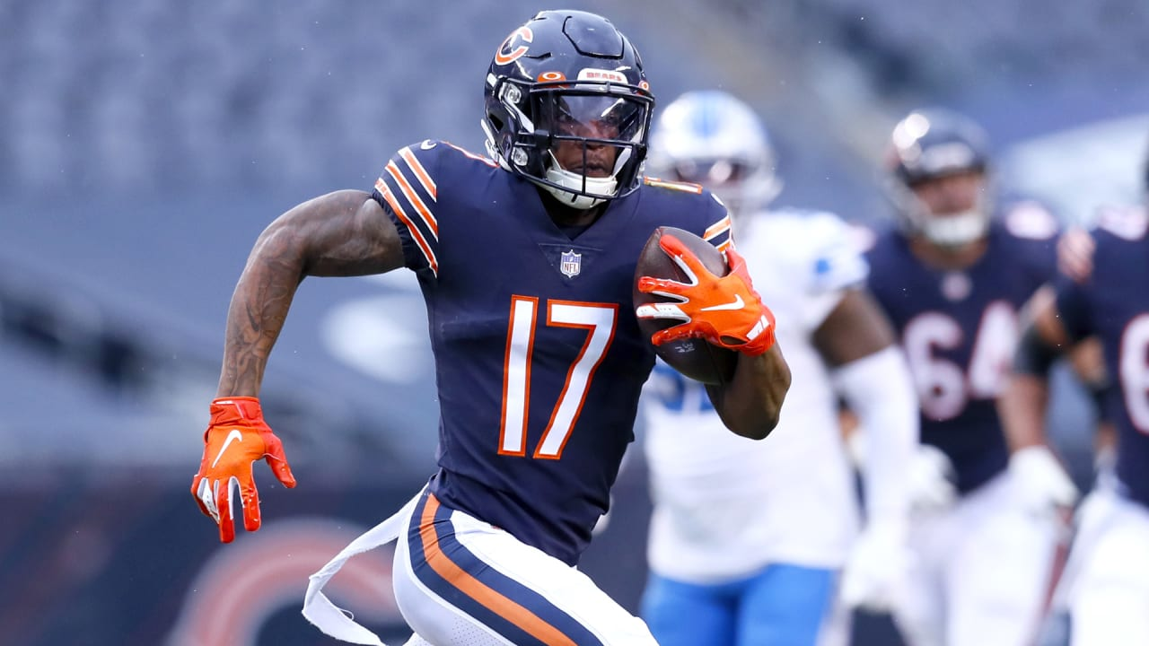 Chicago Bears WR Anthony Miller surprises student journalist with gifts
