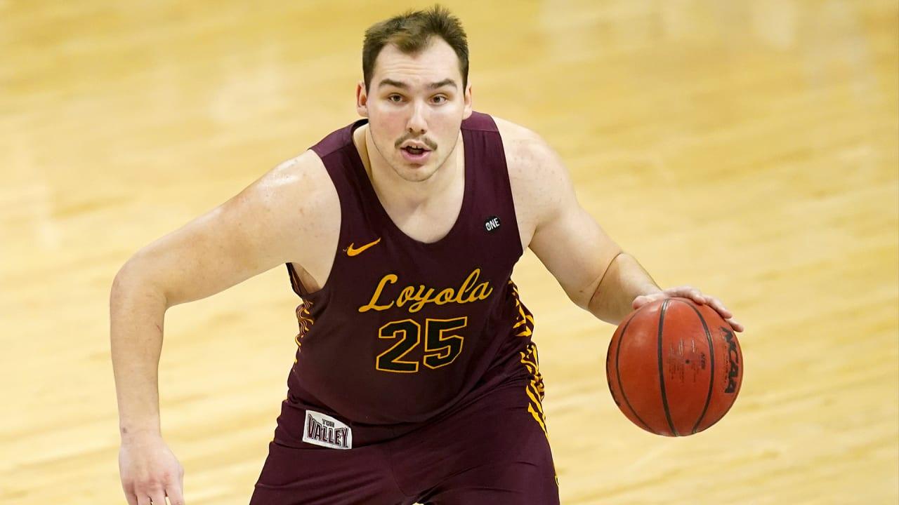 Loyola University basketball star Cameron Krutwig a diehard Chicago Bears fan
