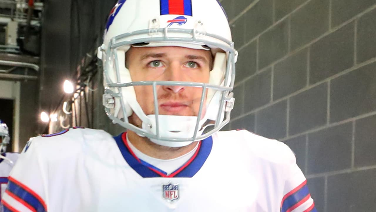 Bills sign QB Matt Barkley to a two-year contract extension