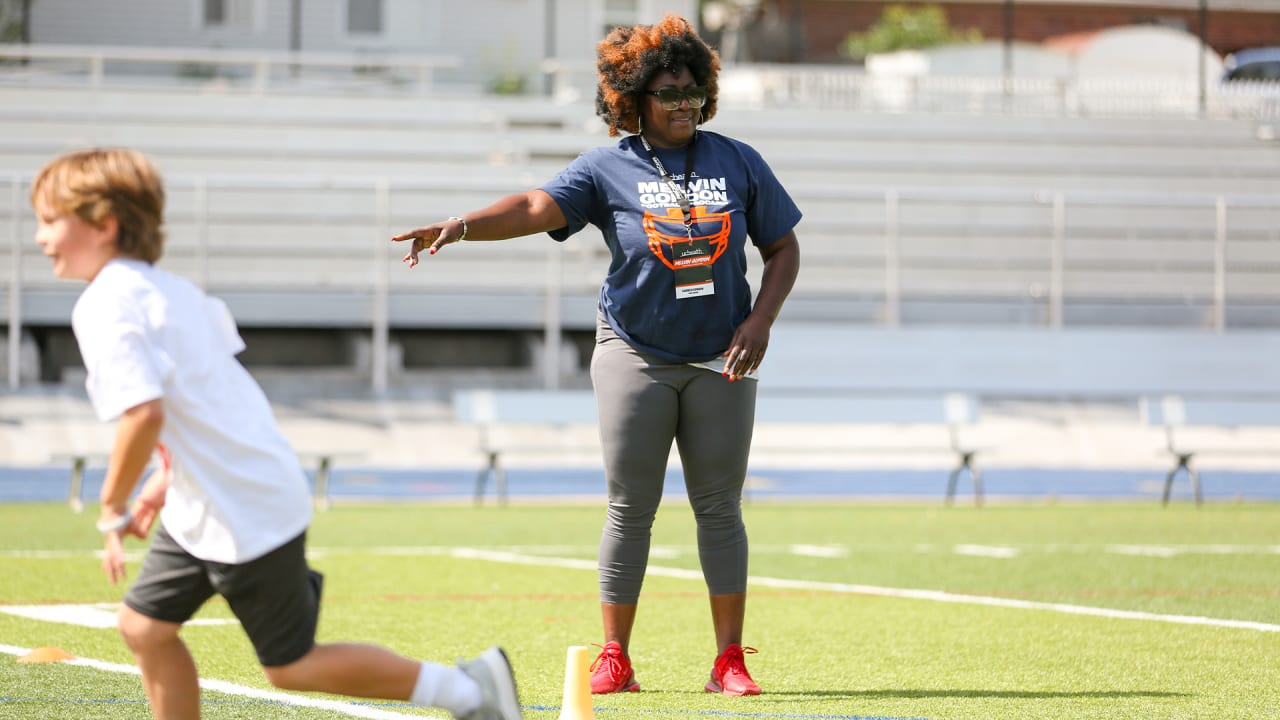 Melvin Gordon III's mother holds high expectations, helps out at his youth football camp