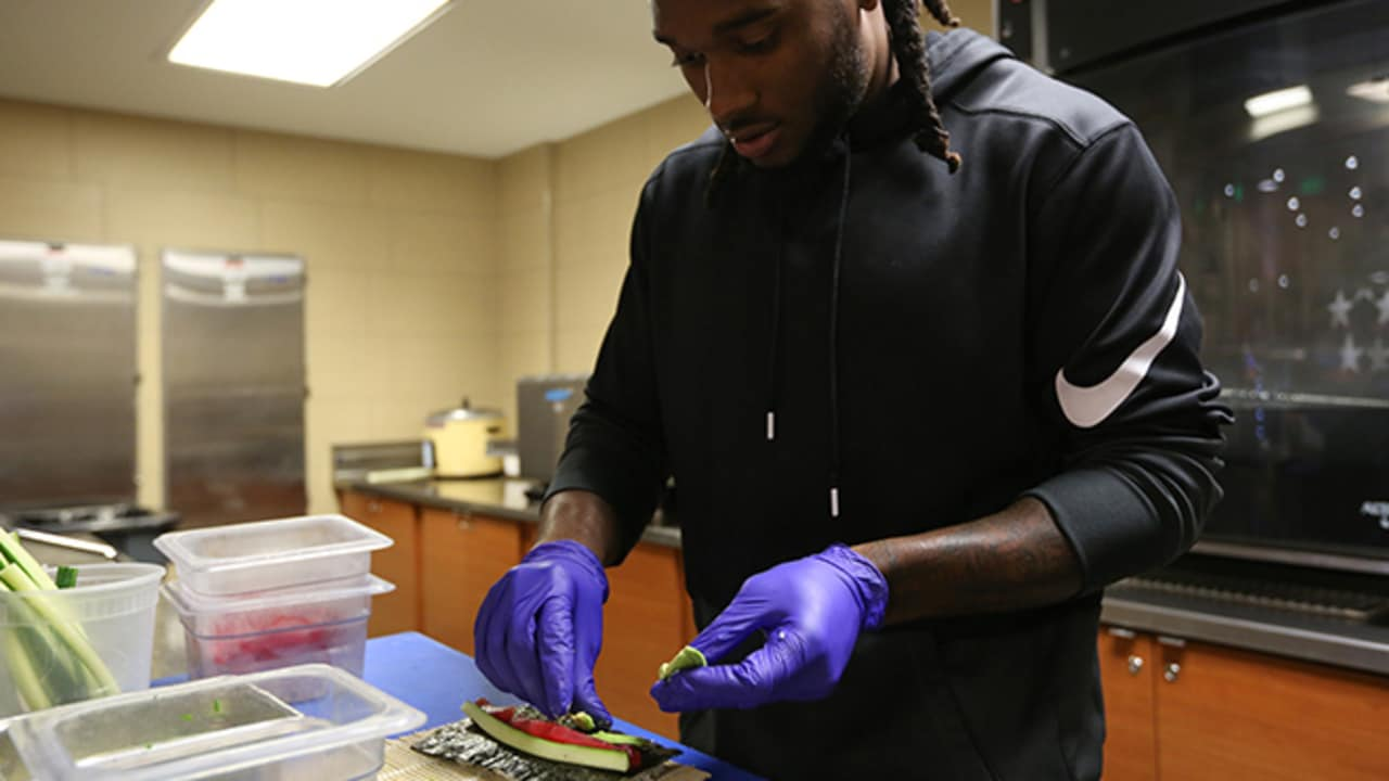 26443f4e3  Chef Roby  serves up sushi for Taste of the Broncos