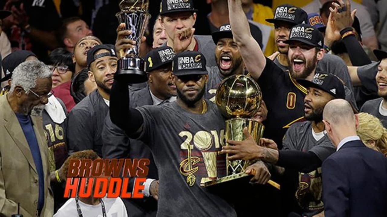 67790577167 Jim Brown  passes the torch  to LeBron to cap Cavs  grand celebration