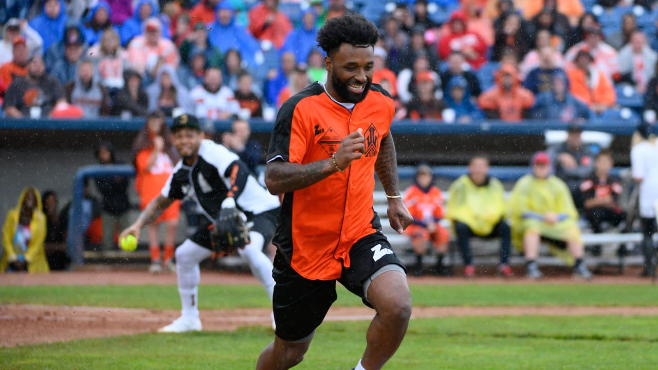 los angeles 3d4db ebb24 Fans turn out in droves for Jarvis Landry's first celebrity ...