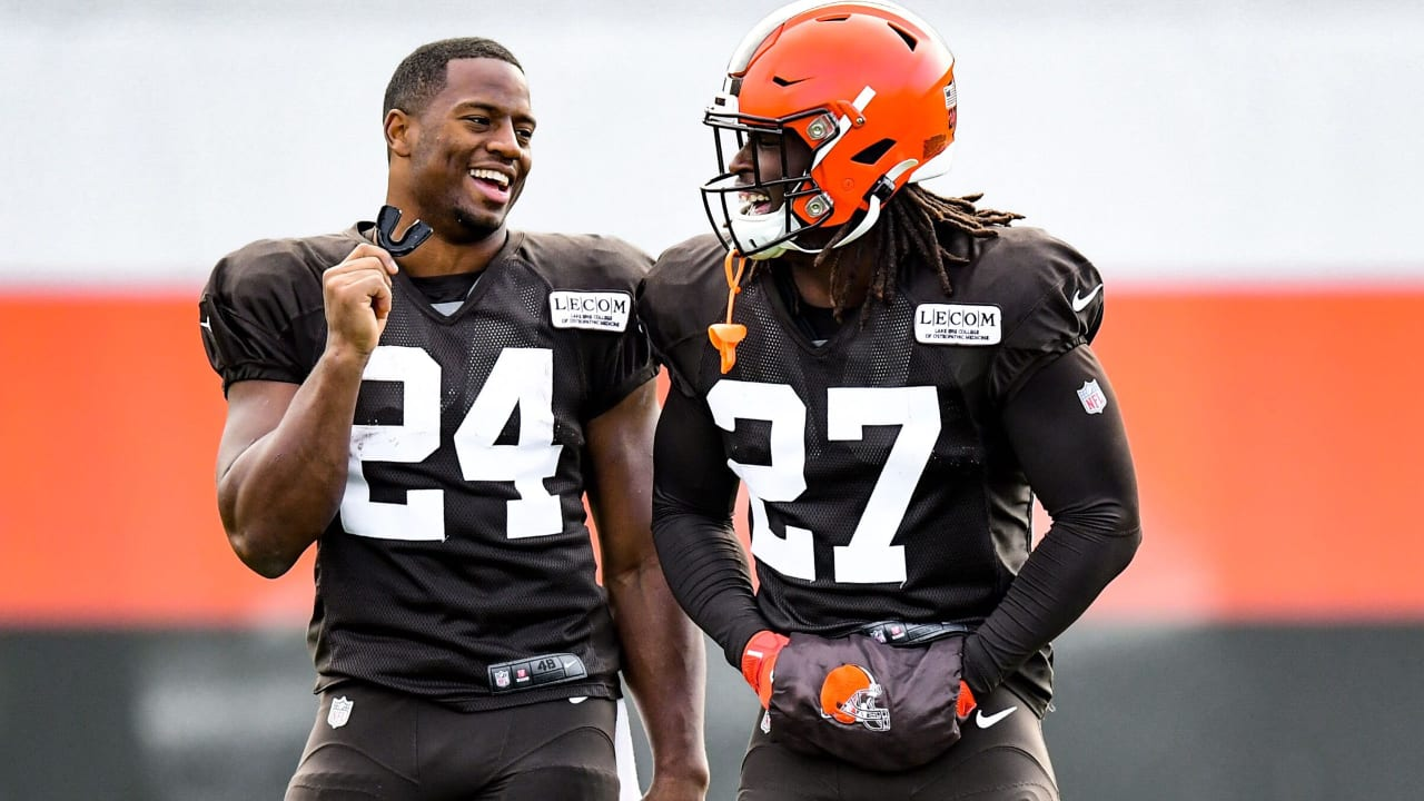 Nick Chubb 'all about the team,' excited to share the workload with Kareem  Hunt