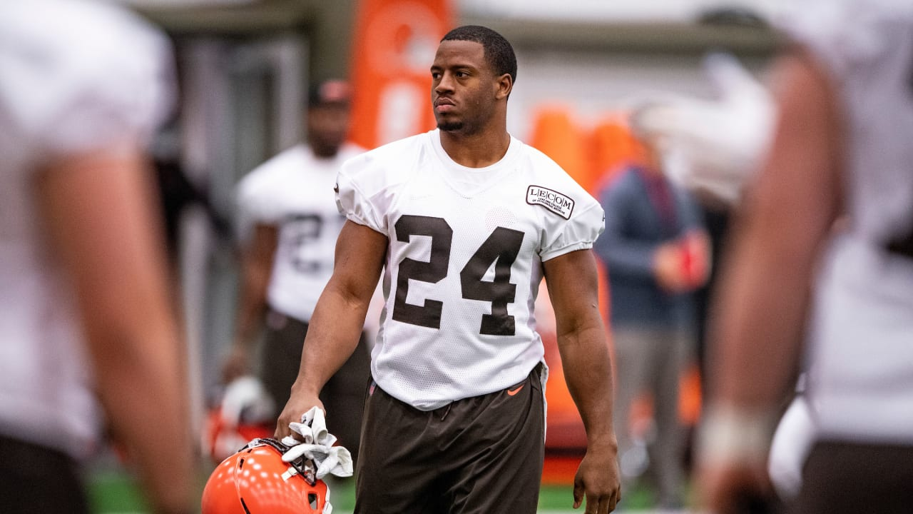 online store 46a17 f3fae Browns RB Nick Chubb keeps to himself but loves thriving in ...