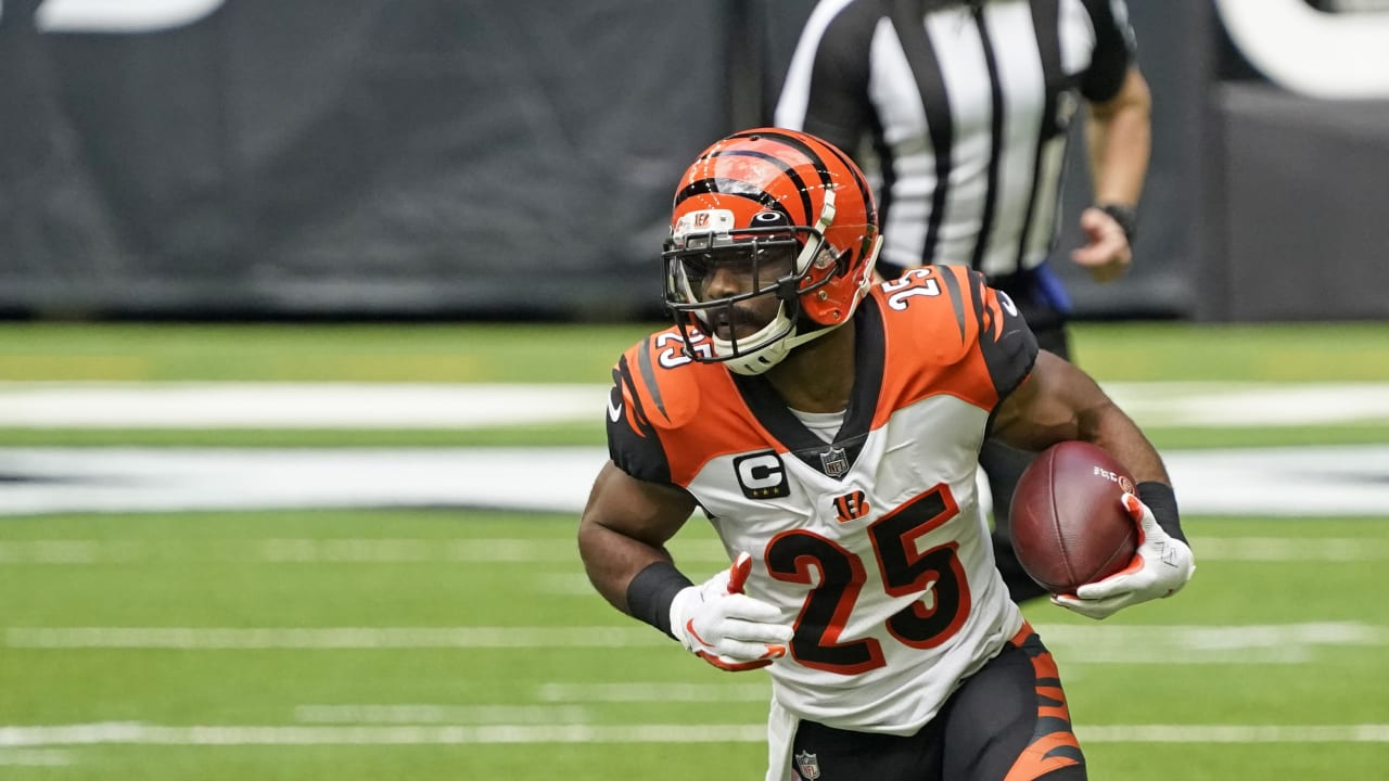 Tampa Bay's Desire to 'Build Something Great' is What Drew RB Giovani Bernard to Tampa