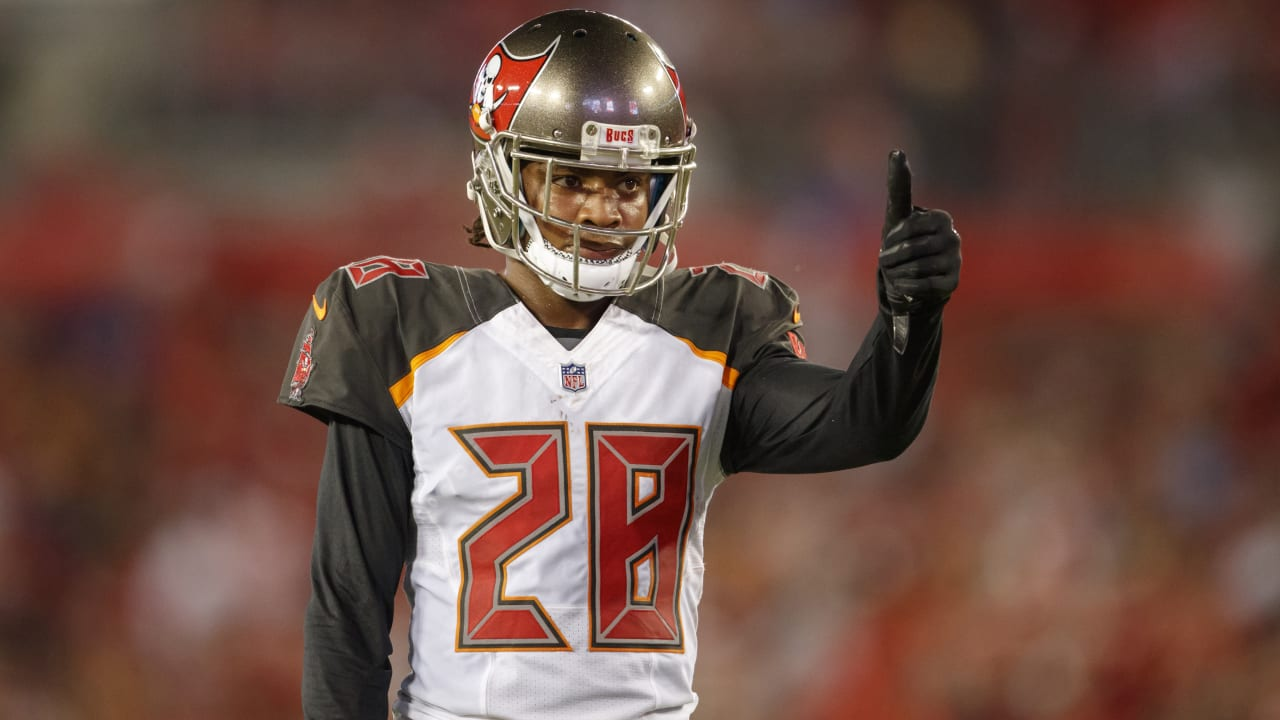 best loved 07b4e 74ef2 Bucs Exercise Fifth-Year Option on Vernon Hargreaves