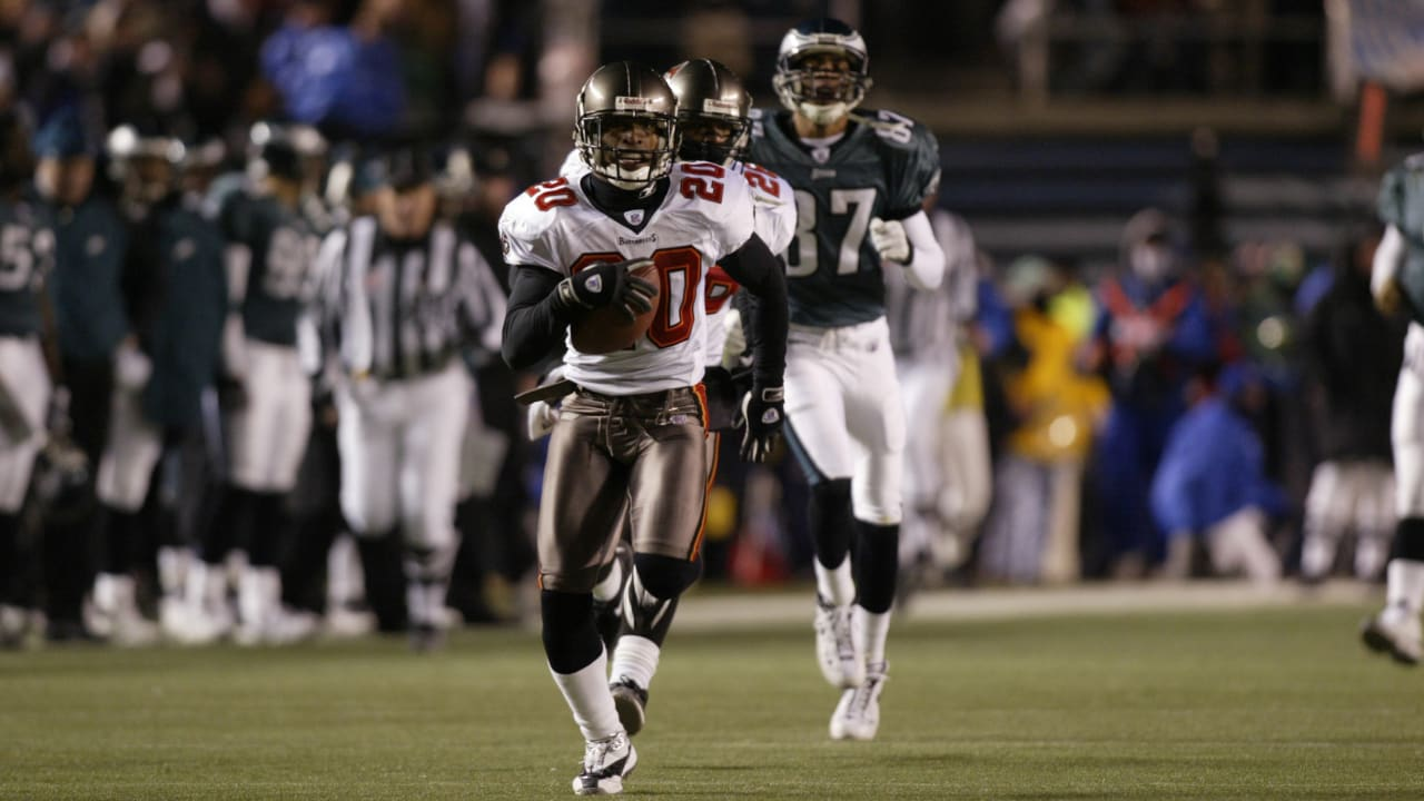 4e31a31b Buccaneers Greatest Moments: Ronde Barber Shuts Down the Vet