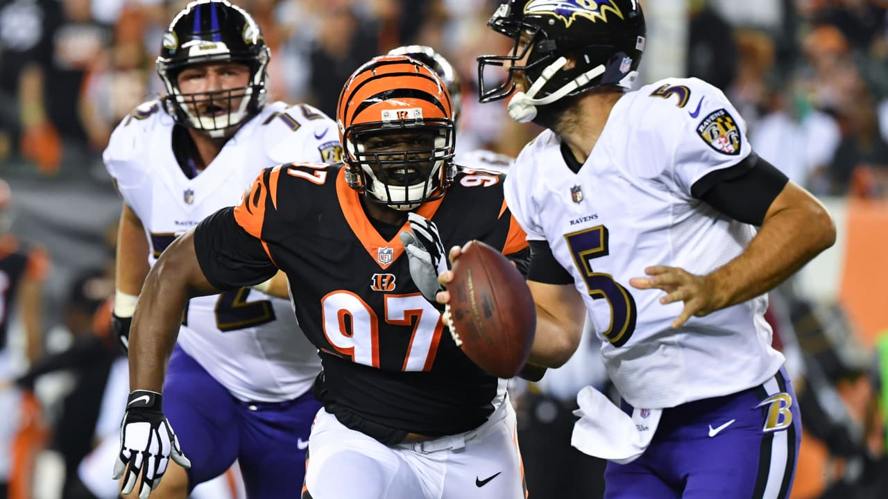 hot sale online 8cd16 fce23 Geno Atkins and Carlos Dunlap Give Bengals Dangerous Inside ...