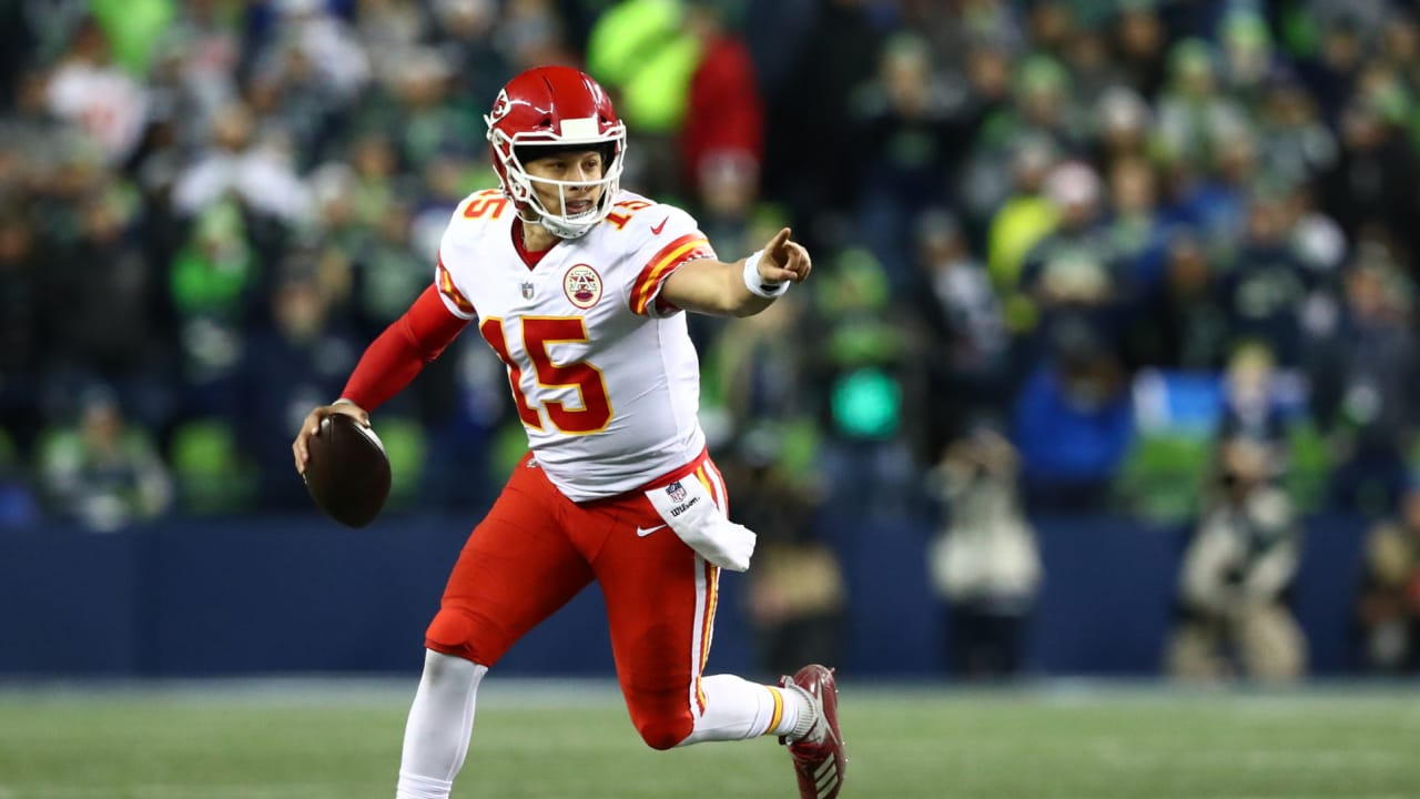 e43dab324 Patrick Mahomes Makes Absurd Throw to Charcandrick West for Catch-and-Run  Touchdown