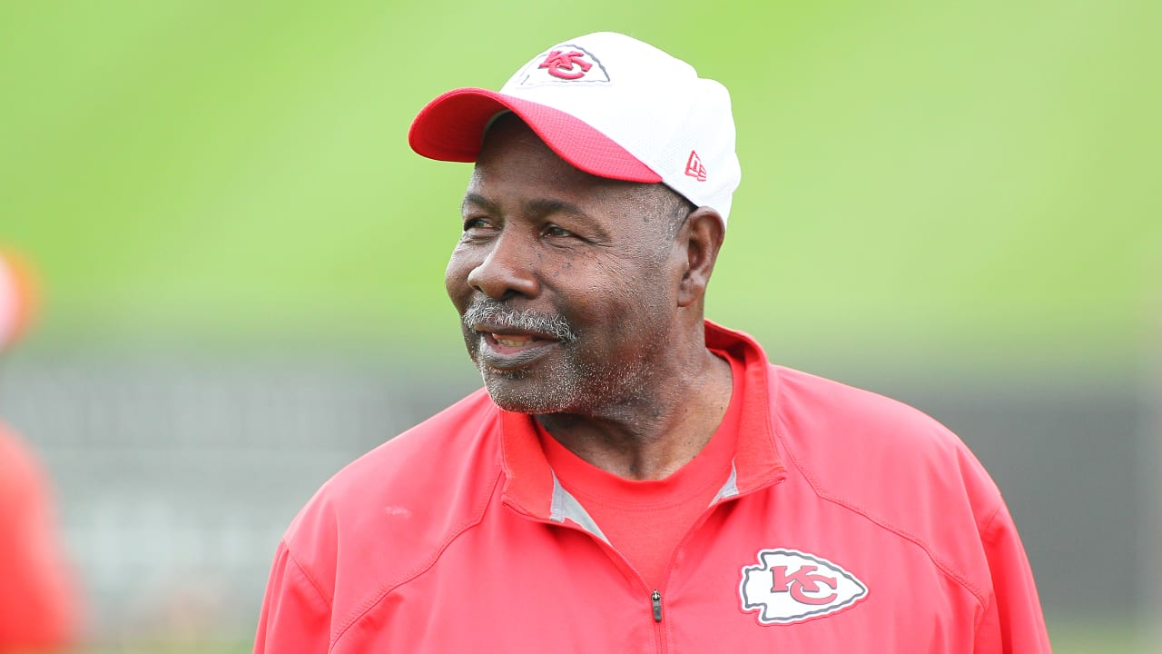 Swell Chiefs Defensive Backs Coach Emmitt Thomas To Retire After Bralicious Painted Fabric Chair Ideas Braliciousco