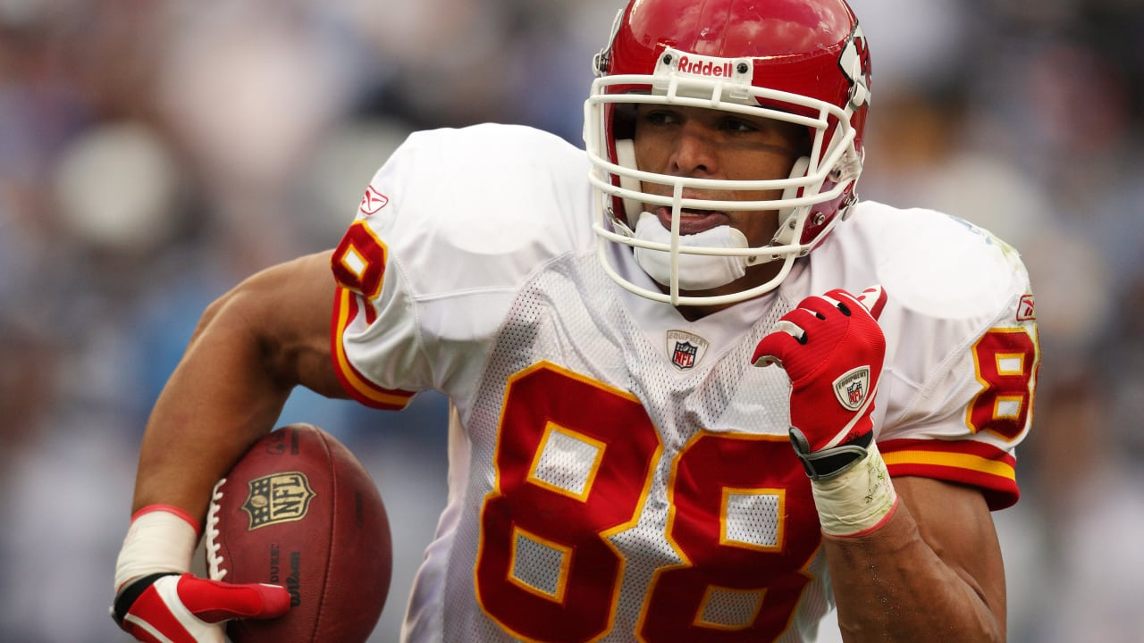 Chiefs Tight End Tony Gonzalez Inducted into Pro Football Hall of Fame