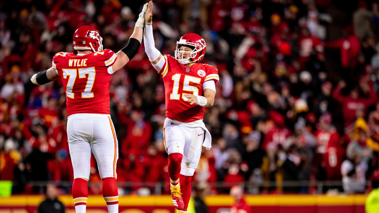 brand new 0bfca ea450 Patrick Mahomes and Andrew Wylie Awarded Chiefs' Annual Team ...