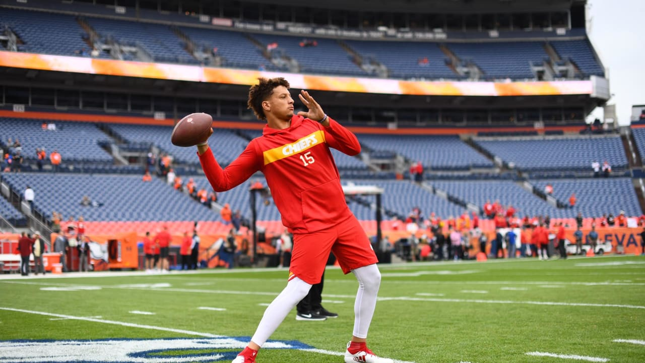 863566f48e5 Patrick Mahomes Warms Up with 60-YARD Throw
