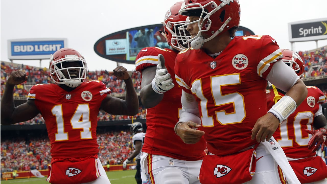 Patrick Mahomes Dives In For a Chiefs Touchdown ea1d11ebd