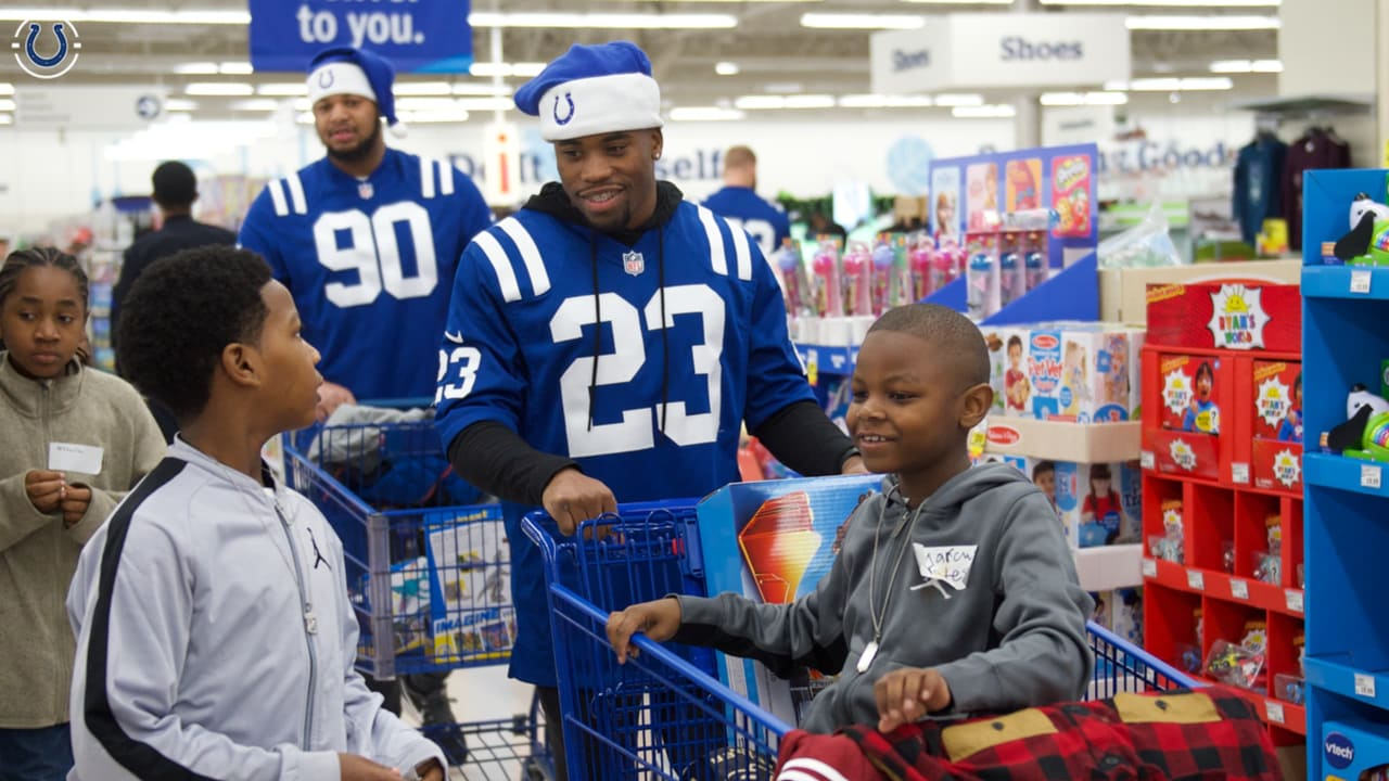 Colts Help Underprivileged Kids Shop for the Holidays 9d62a3dc8