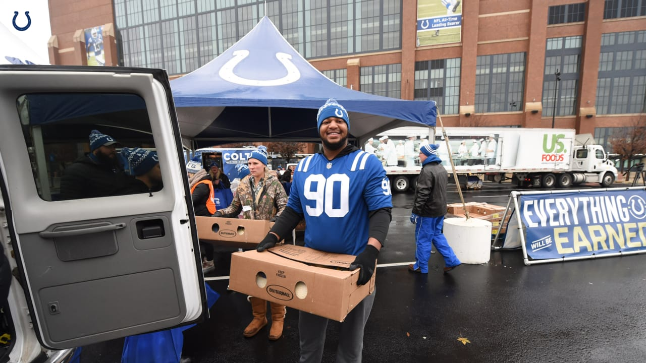 a2832a23a WATCH  Colts Give Away Thanksgiving Dinners to Families in Need