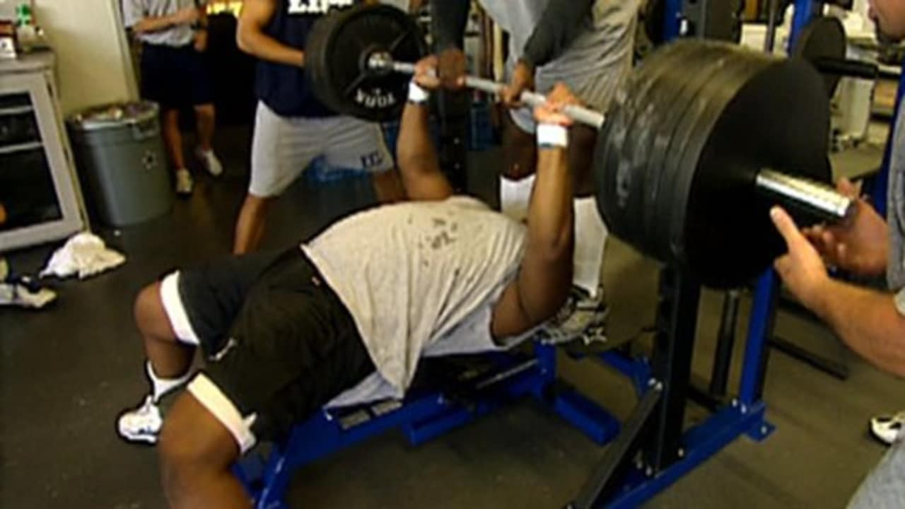 Larry Allen Bench Presses 700 Lbs