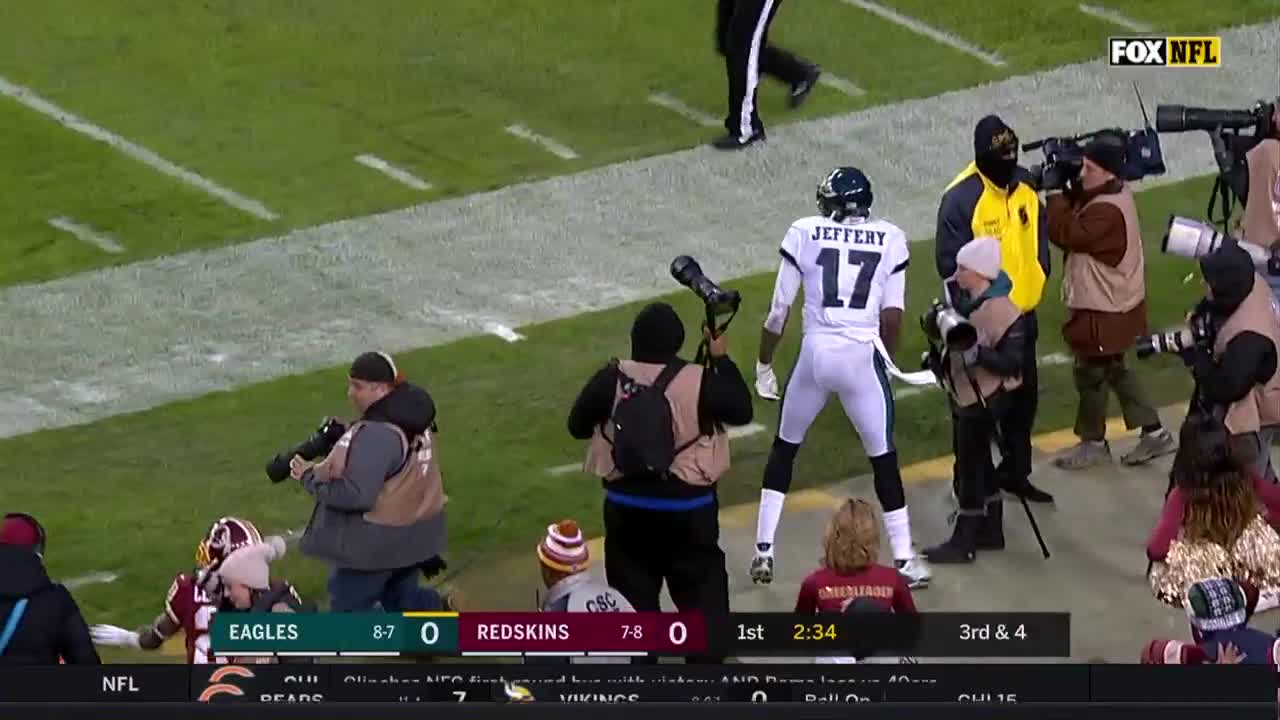 b87471eb8cf Highlight: Alshon Jeffery Lays Out For Sideline Catch