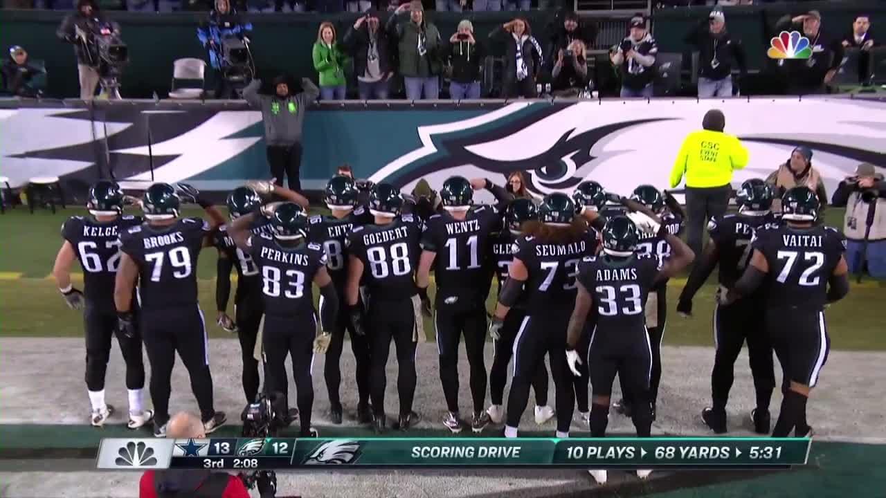 on sale 88d26 c50c6 Eagles Salute The Crowd After Ertz's TD Catch
