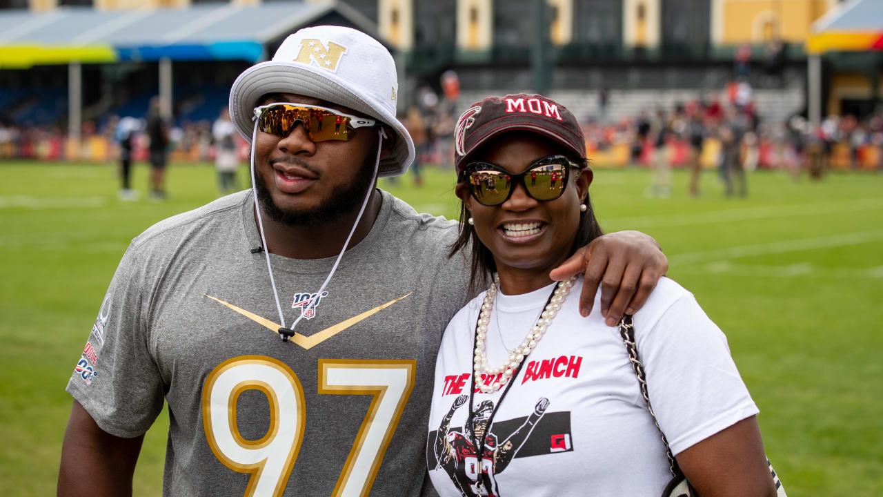 Grady Jarrett And His Mom Mic D Up Pro Bowl 2020