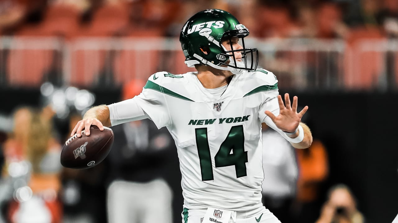watch 2f3a7 a7d48 Jets QB Sam Darnold Stays Hot vs. Falcons