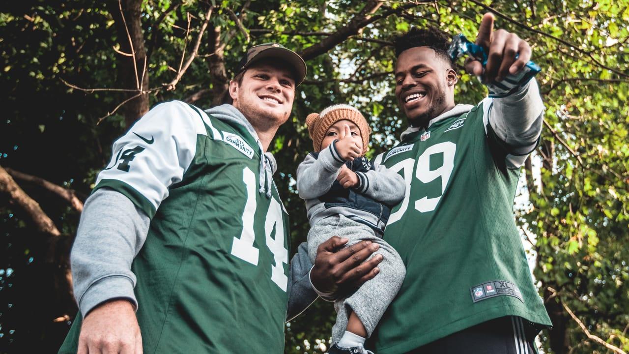 Sam Darnold, Jets Rookies Help Build Playground at Head Start School