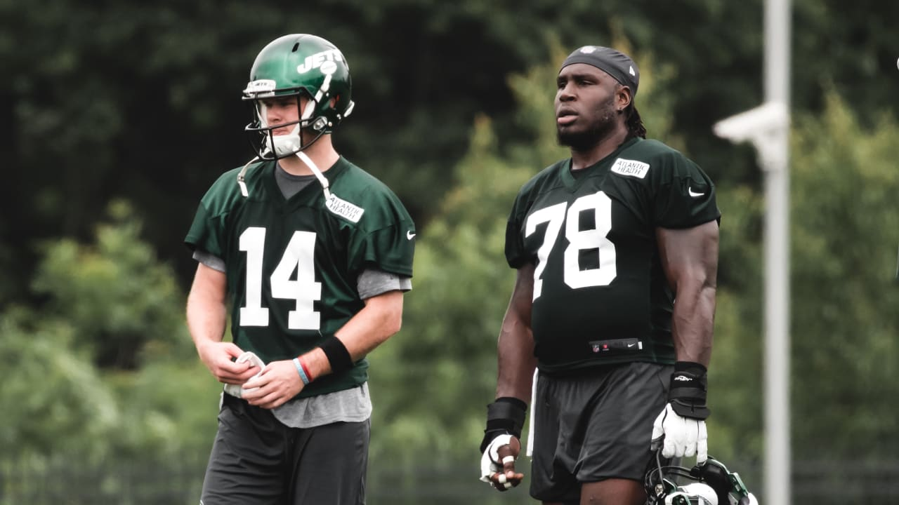 the best attitude 4f2bc 3e38e Jets C Jonotthan Harrison: Sam Darnold Is 'My Guy'