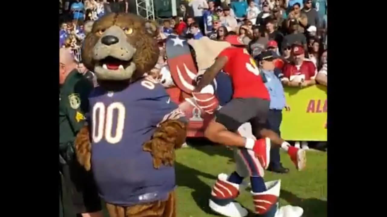8e25ea45474 Jamal Adams Has Some Fun with the Patriots' Mascot at the Pro Bowl
