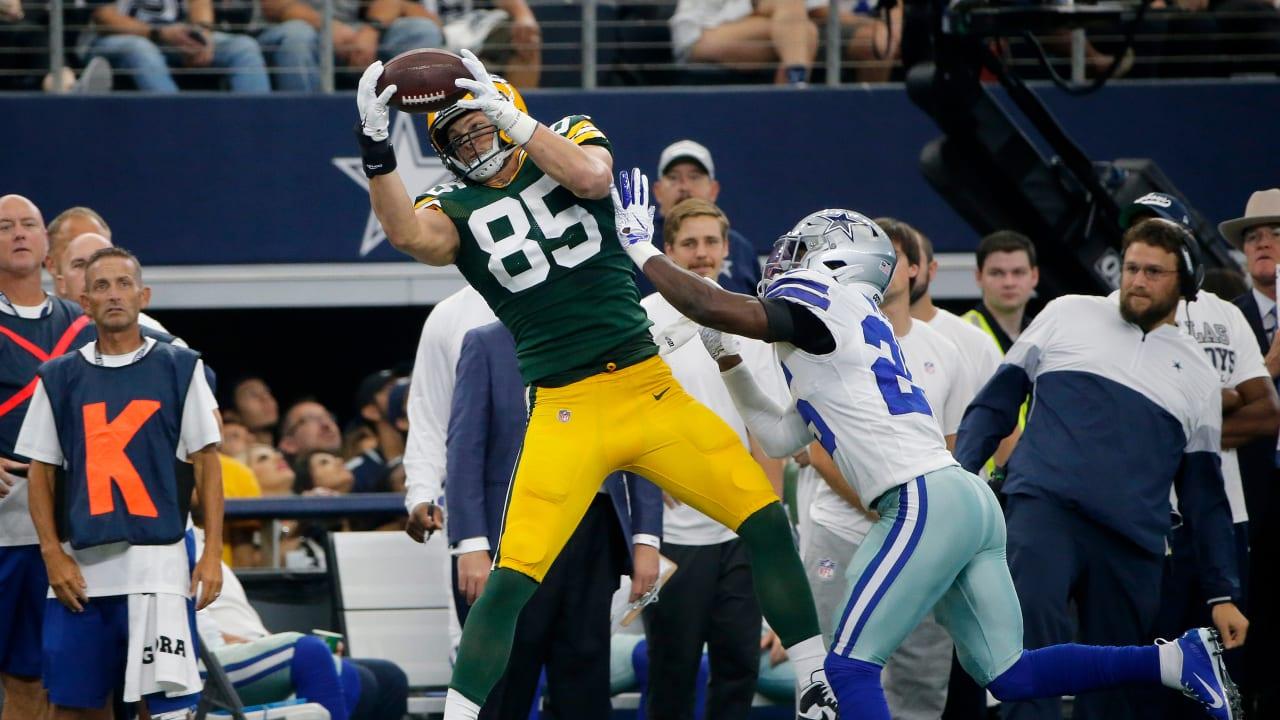 Packers Qb Aaron Rodgers Scrambles To Hit Te Robert Tonyan