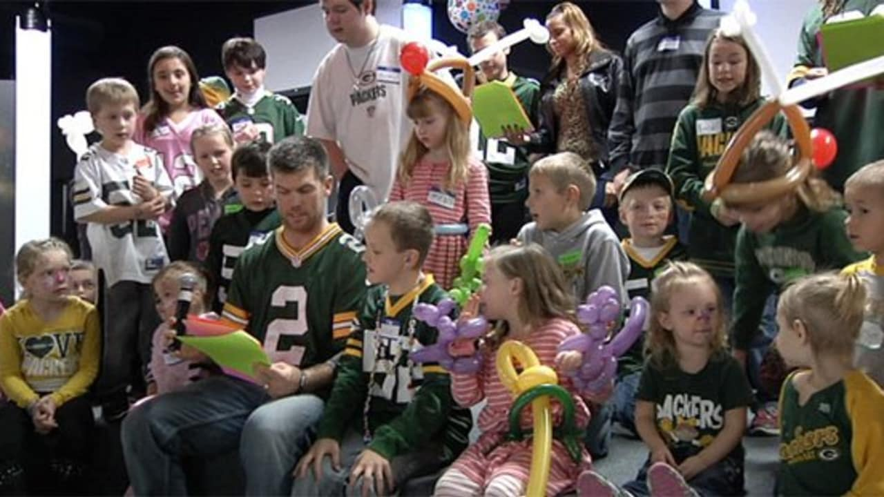 261d53e3 Packers spend time with kids affected by cancer