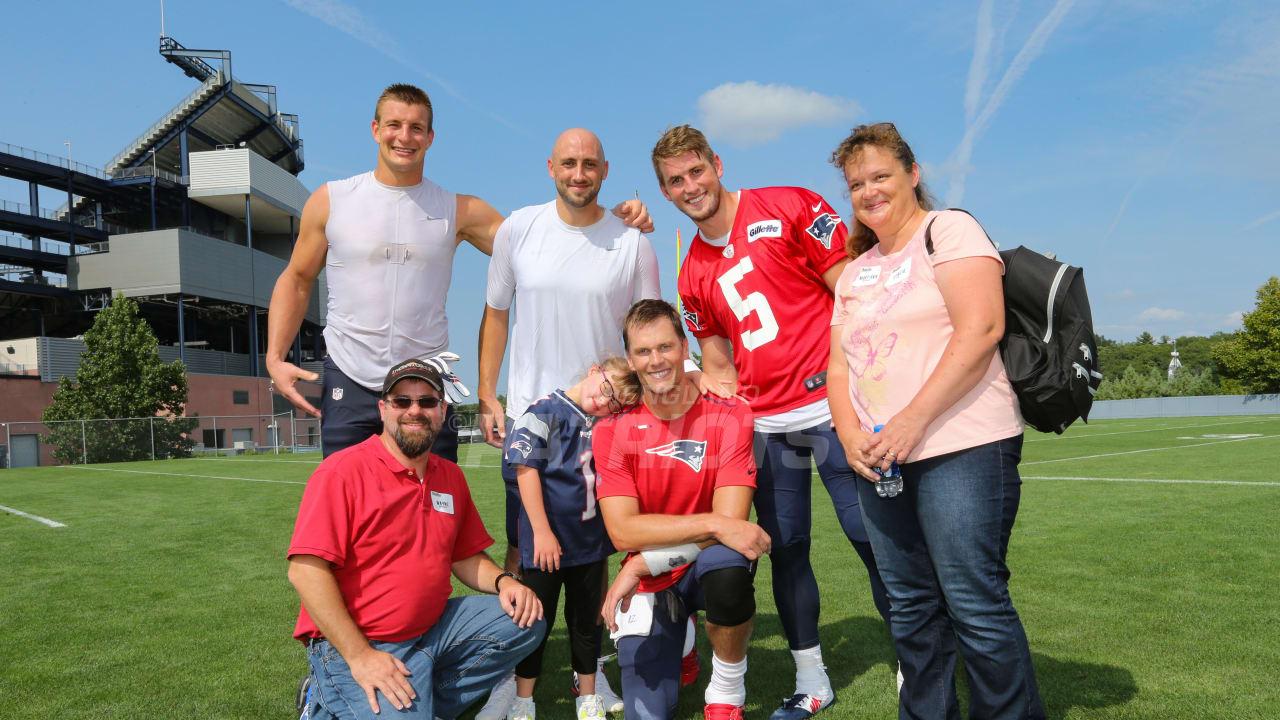 Tom Brady hosts throwing clinic