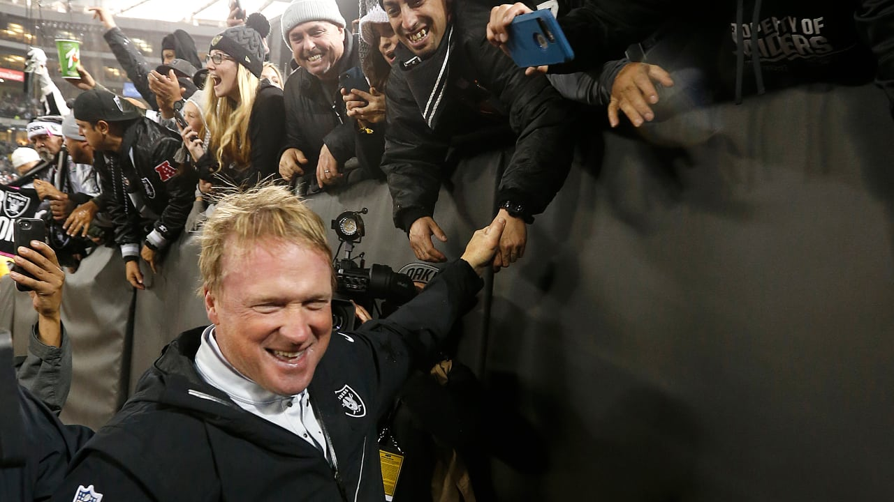 52d0dde5 Week 16 postgame celebrations and speech by Coach Gruden