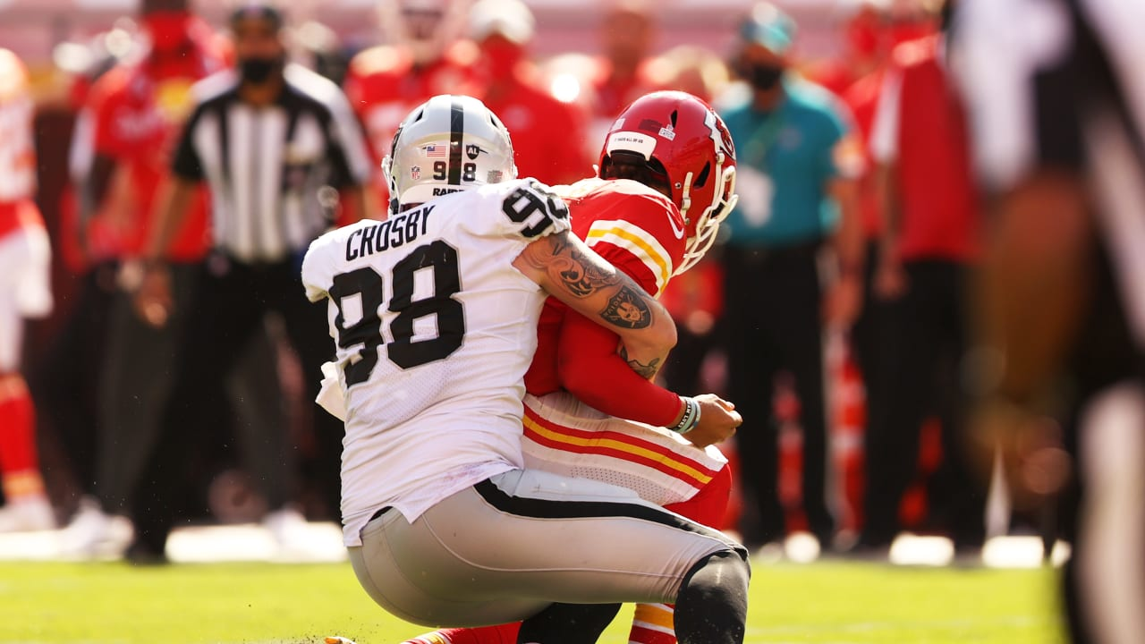 Raiders defensive line causes headaches for Patrick Mahomes in crucial win – Raiders.com