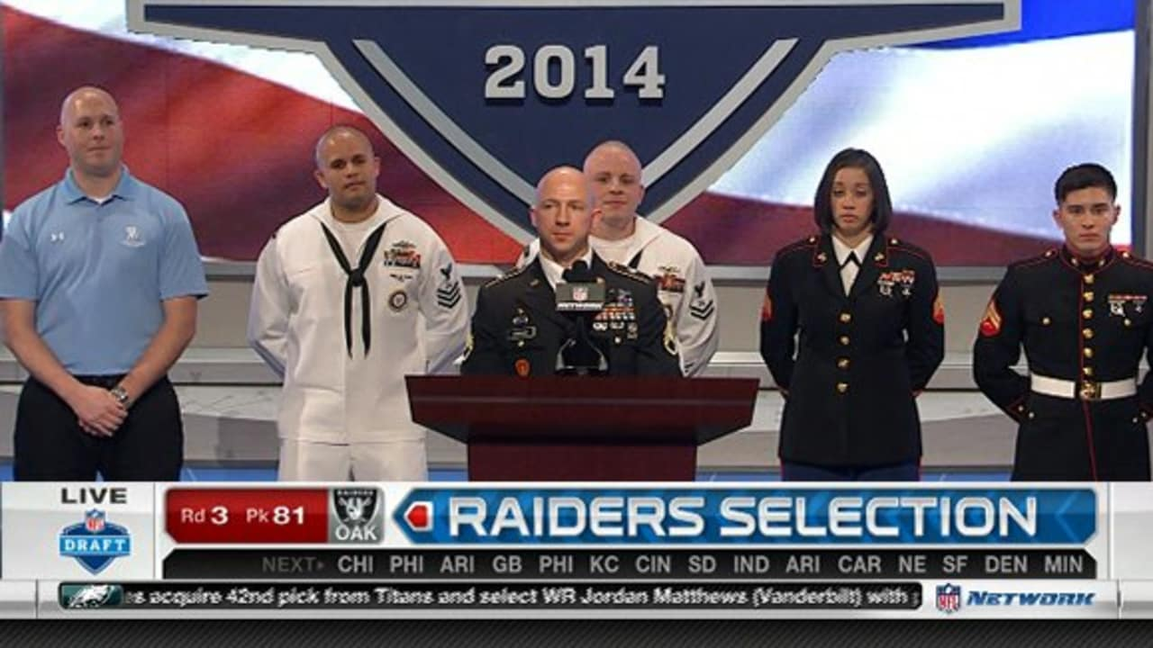 Service men and women present Oakland Raiders selection of Gabe Jackson  with No. 81 pick 80471a4074
