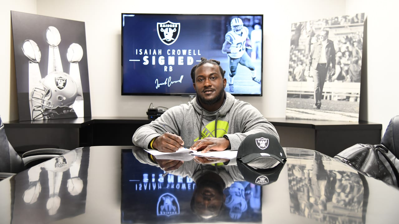 finest selection e5d1a 50abf Raiders sign running back Isaiah Crowell