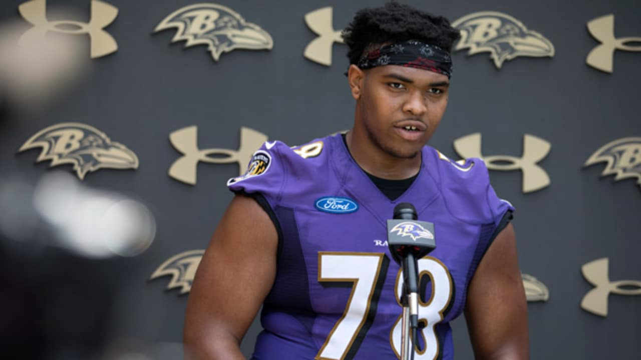 Orlando Brown Jr.'s 'Surreal' First Day Includes Getting His ...