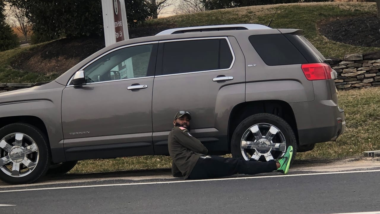 Good Samaritan DeAngelo Hall Provides Some Roadside Assistance