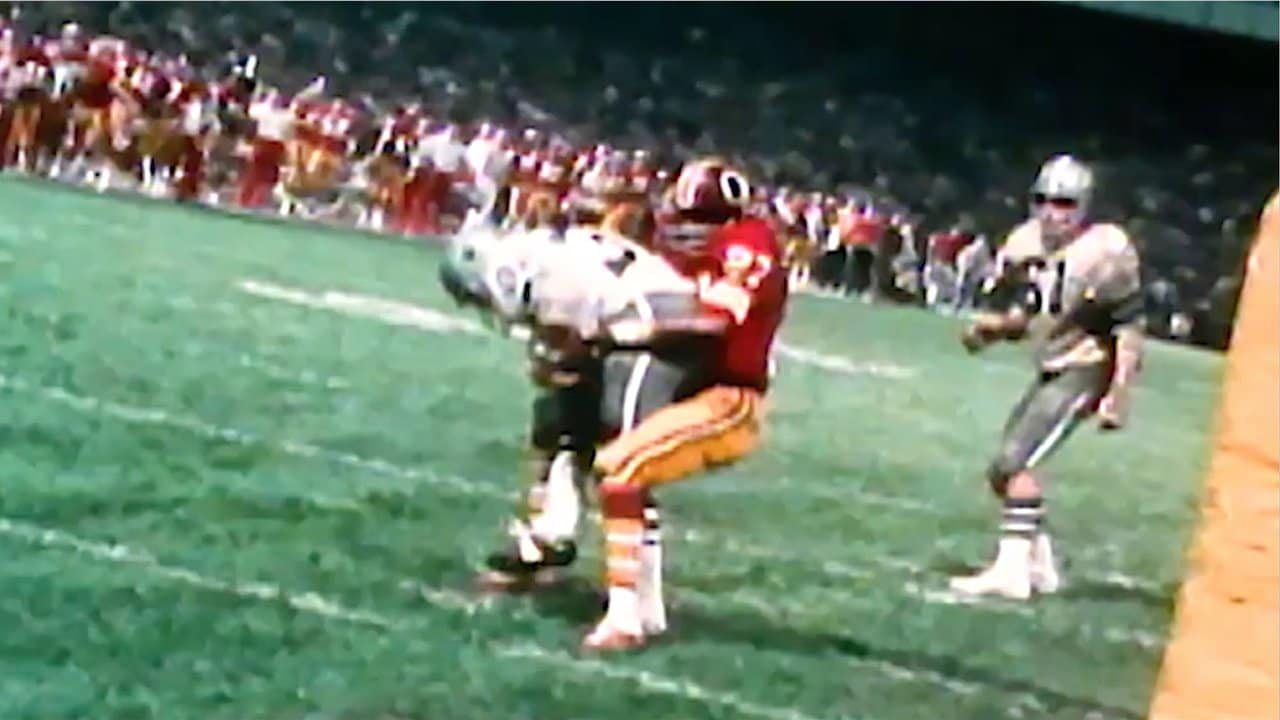 fe5c390eaea 85 Years Of Redskins History: Ken Houston Stops Walt Garrison