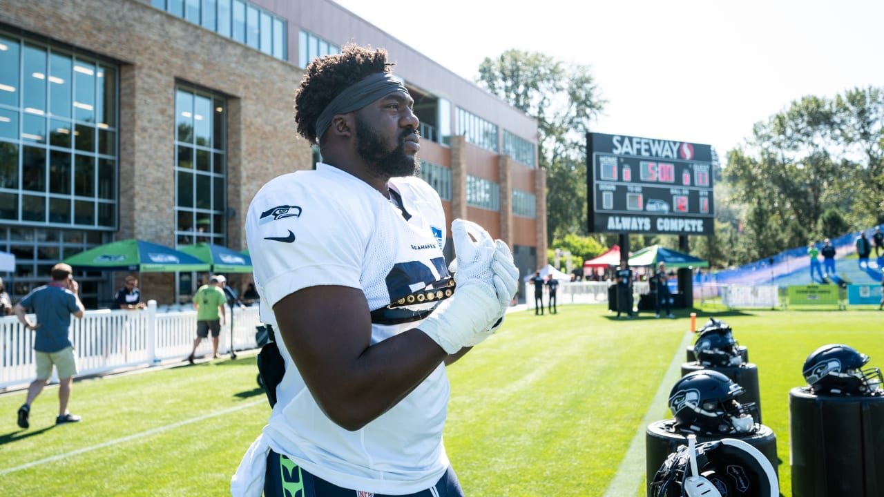 """sneakers for cheap 56b6d 8eb26 L.J. Collier Has """"Rare Sprain"""" & Other Seahawks Injury Updates"""