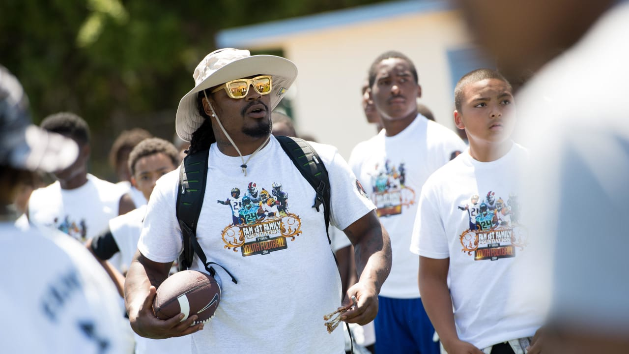 Marshawn Lynch Family >> Marshawn Lynch S Legacy Will Be Linked To Oakland Area Youth