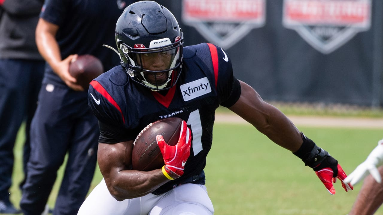 Texans TV's Drew Dougherty and RB David Johnson covered the offense, hamburgers, Hoarders, Dodgeball and much more in this 1-on-1 conversation.
