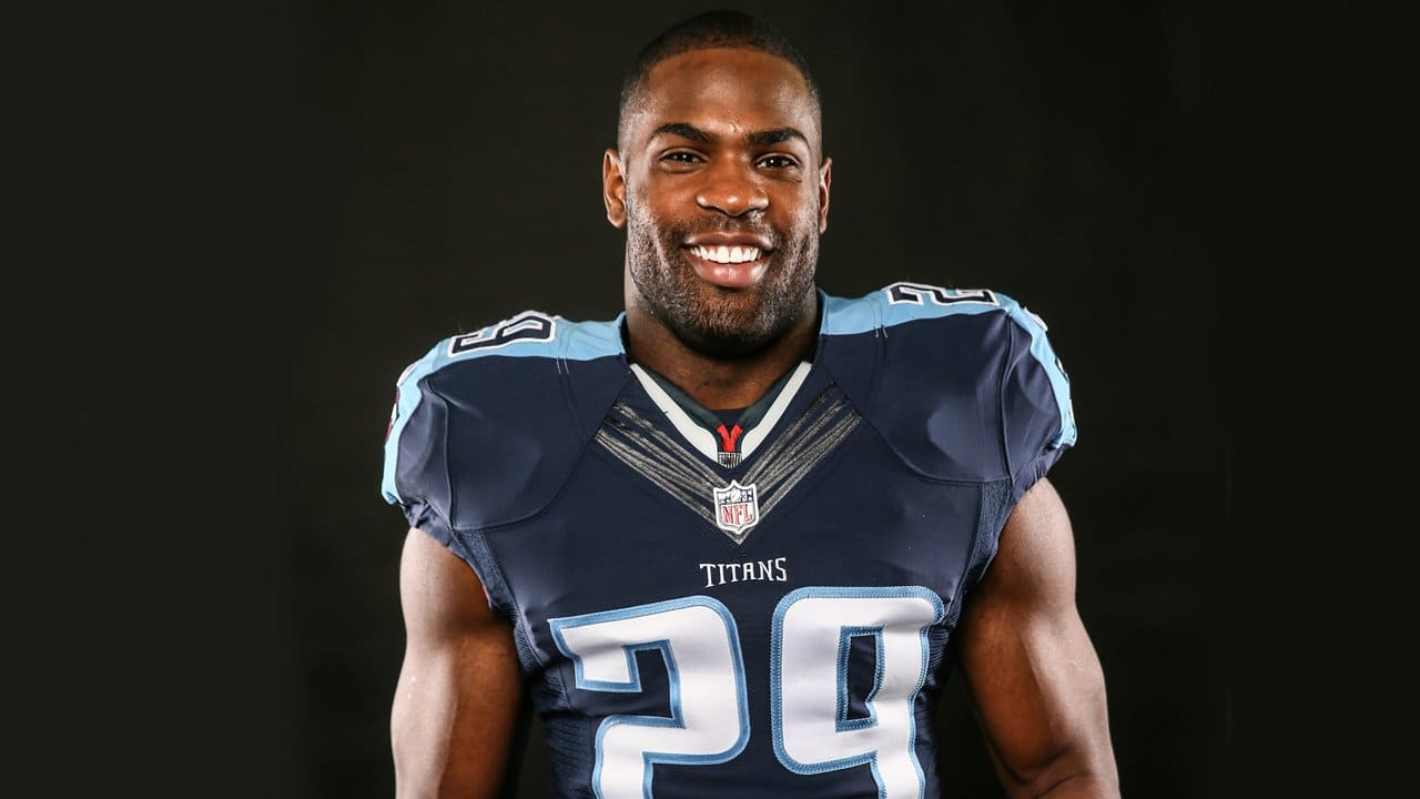RB DeMarco Murray Debuts Titans Jersey