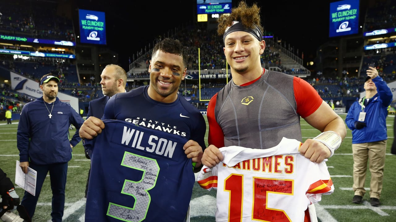 new style d63b9 fd4b6 Patrick Mahomes, Russell Wilson Exchange Jerseys After the Game