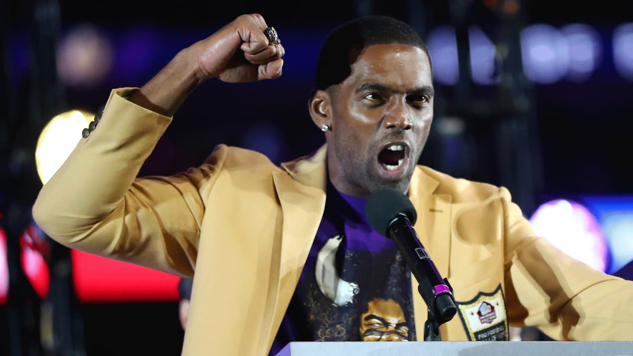 classic fit 1d23d 80335 Randy Moss Receives His Pro Football Hall of Fame Ring