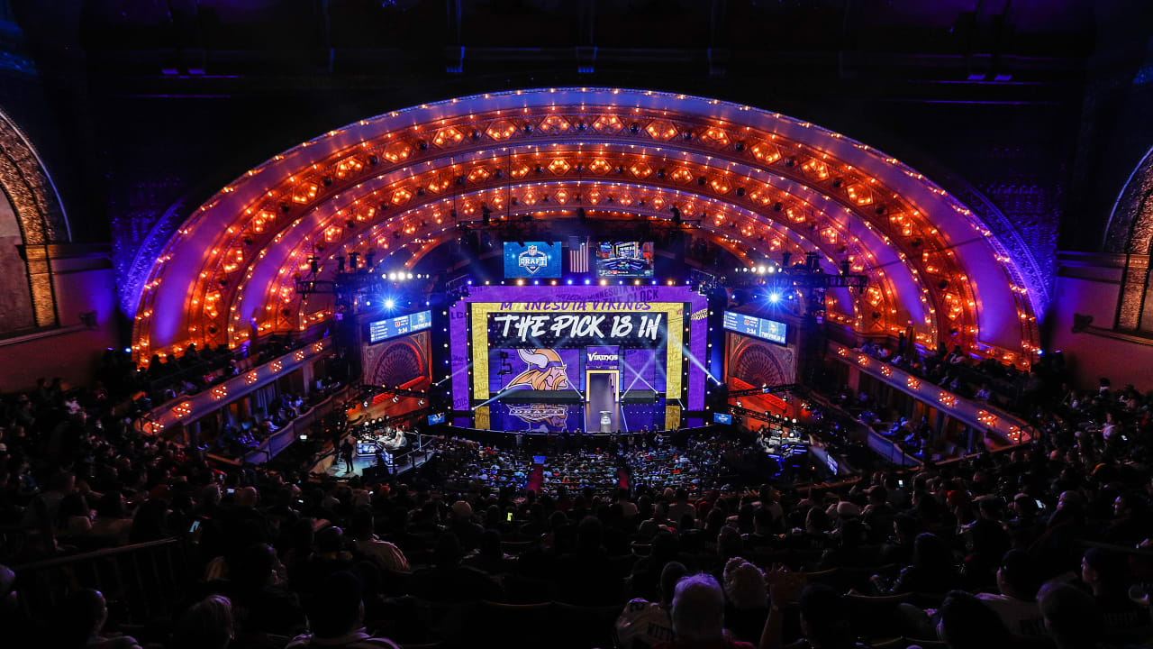NFL Draft Experts Evaluate 5 Scenarios for Vikings at 14th Pick